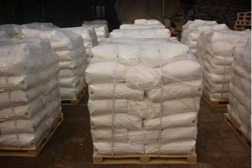 配制的聚丙烯酰胺溶液并不是无限适用于所有的高温自然环境,当温度达到一定限度时,商品也会失效。所以一般都配有聚丙烯酰胺,还配有定量分析的装置和适当的贮存,否则无法达到废水处理的实际效果。在聚丙烯酰胺溶液的制备、迁移和贮存过程中,应尽量减少亚铁离子的进入。