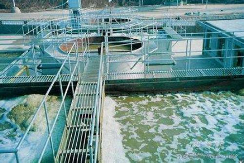 阴离子聚丙烯酰胺是水溶性的高分子聚合物,主要用于各种工业废水的絮凝沉降,沉淀澄清处理,如钢铁厂废水,电镀厂废水,冶金废水,洗煤废水等污水处理、污泥脱水等。