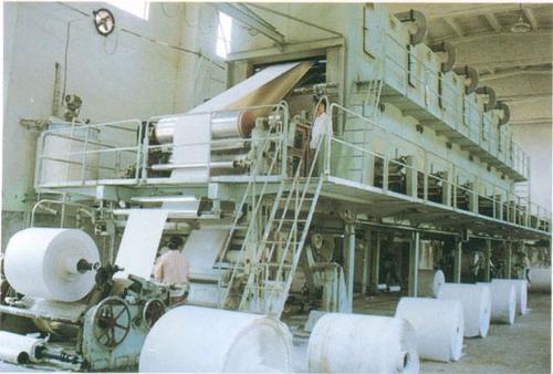 聚丙烯酰胺可做为造纸工业生产造纸废水治理的匀称剂、辅助剂、增稠剂、助滤剂和混凝剂,提升纸张的匀称性,改进纸张的品质和抗压强度,提升填充料和小纤维的保存率,降低原材料损害,提升过虑收购高效率,降低空气污染。